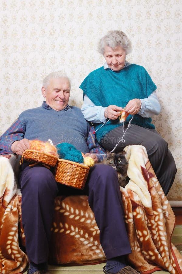 Vrouw en echtgenoot bij vrije tijd stock foto's