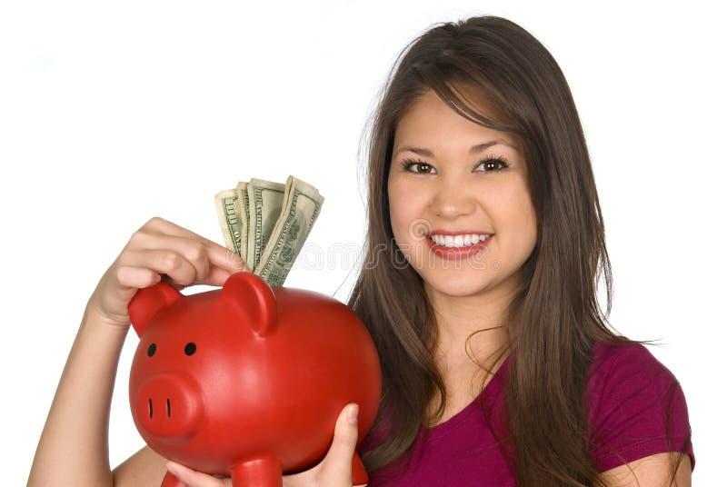 Vrouw en haar spaarvarken stock afbeelding