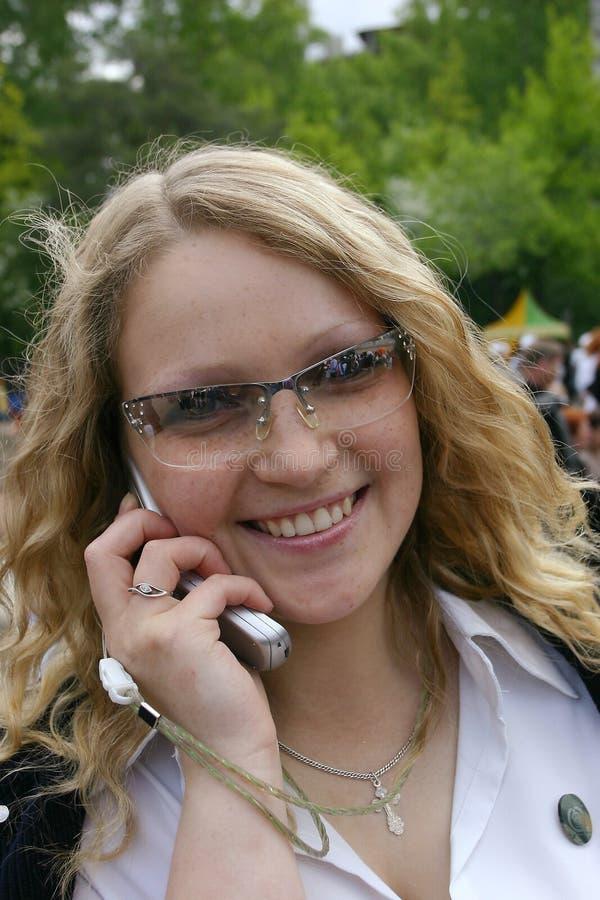 Vrouw En Telefoon Stock Afbeelding
