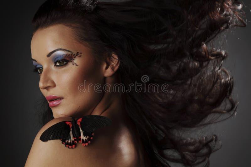 Vrouw en vlinder royalty-vrije stock afbeeldingen