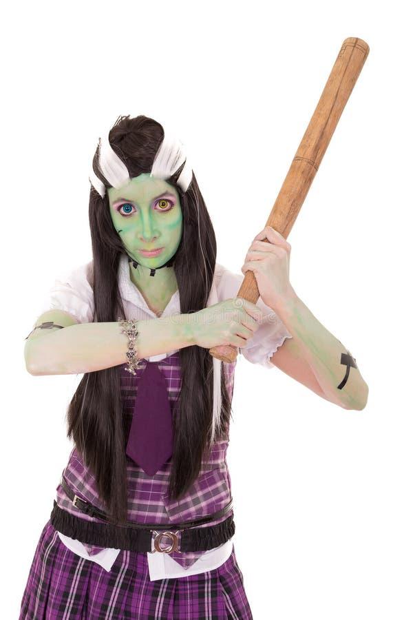 Vrouw in Frankenstein-kostuum met knuppel stock foto