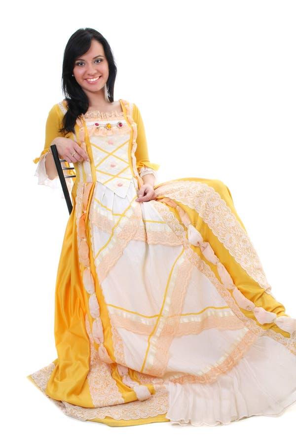 Vrouw in gele middeleeuwse kleding over wit stock foto's