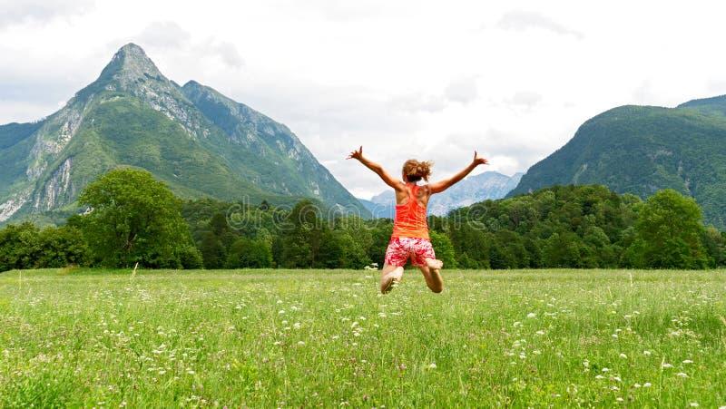 Vrouw gelukkig in Slovenië royalty-vrije stock afbeelding
