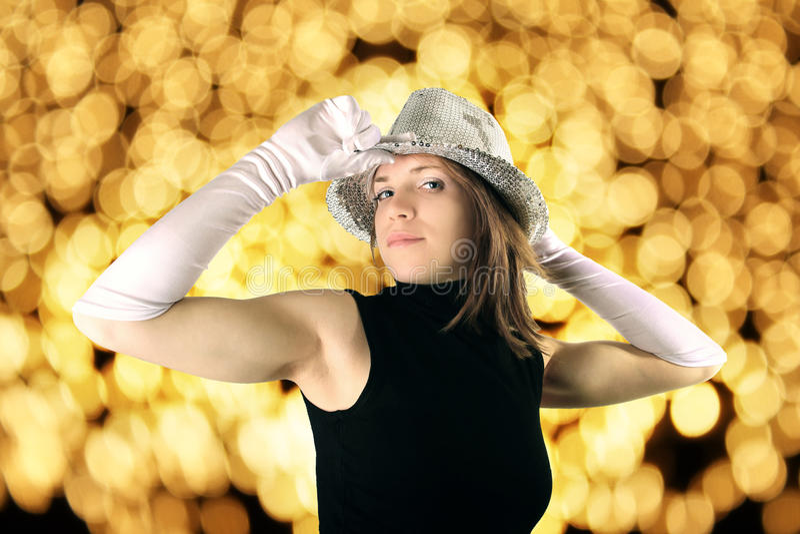 Vrouw in glanzende partijhoed stock foto's