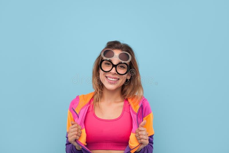 Vrouw in grappige glazen royalty-vrije stock foto