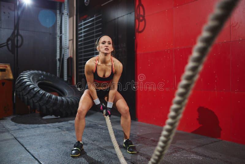Vrouw in Gymnastiek royalty-vrije stock fotografie