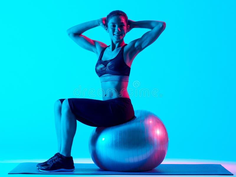 Vrouw het exercsing geïsoleerde geschiktheids pilates exercices stock foto
