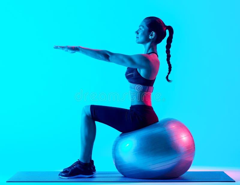 Vrouw het exercsing geschiktheids pilates exercices stock afbeelding