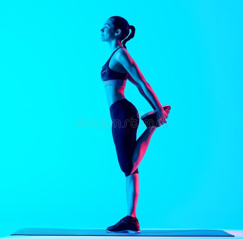 Vrouw het exercsing het uitrekken zich geschiktheidsexercices stock afbeeldingen