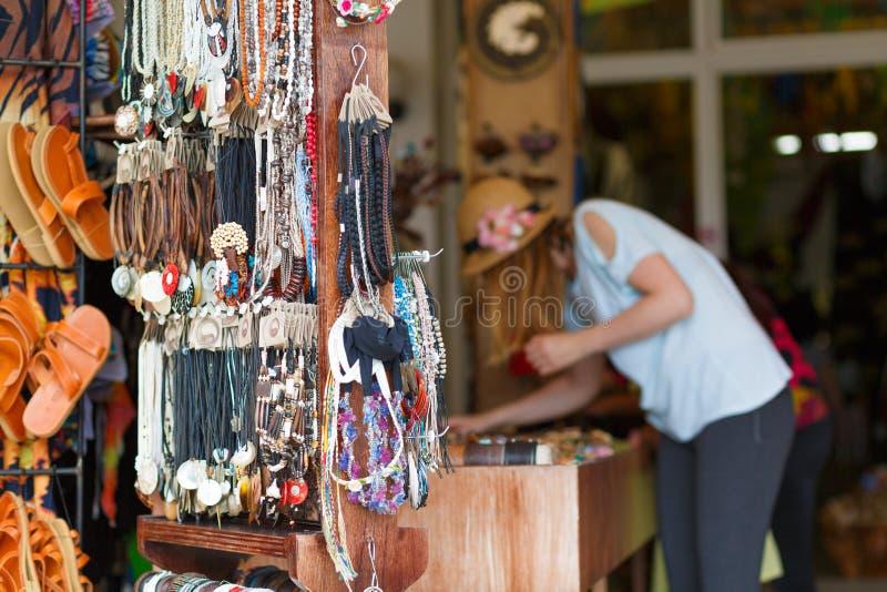 Vrouw het kopen giften royalty-vrije stock foto's