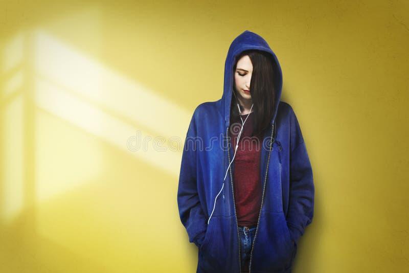 Vrouw het Luisteren Muziekmedia het Concept van de Vermaakontspanning stock foto's