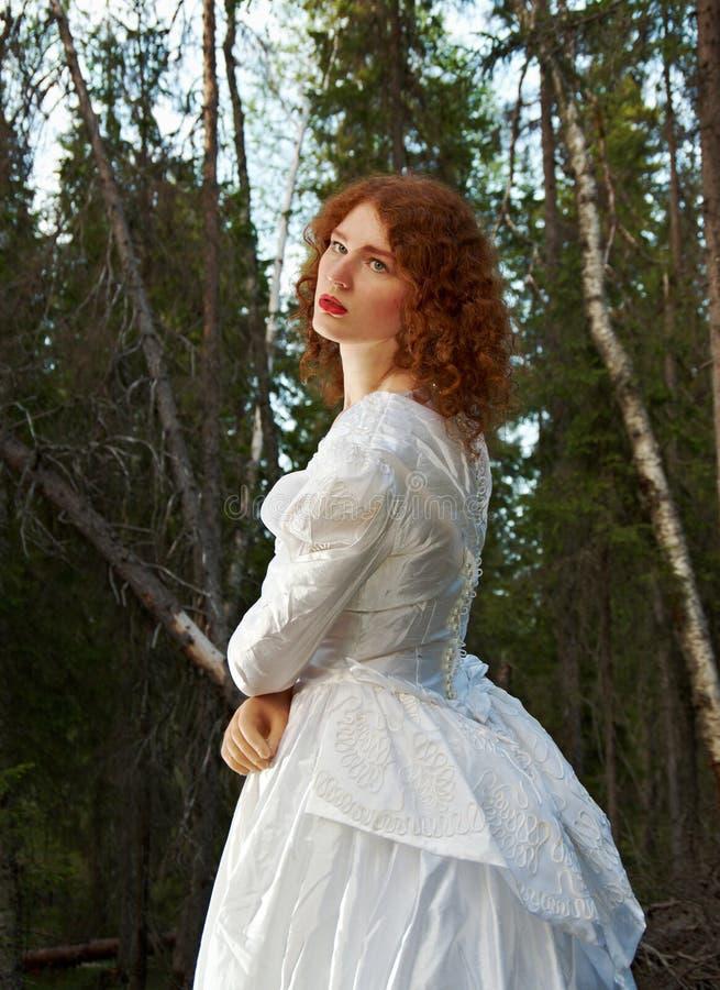 Vrouw het mystieke bos royalty-vrije stock foto