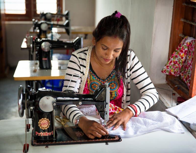 Vrouw het naaien royalty-vrije stock fotografie
