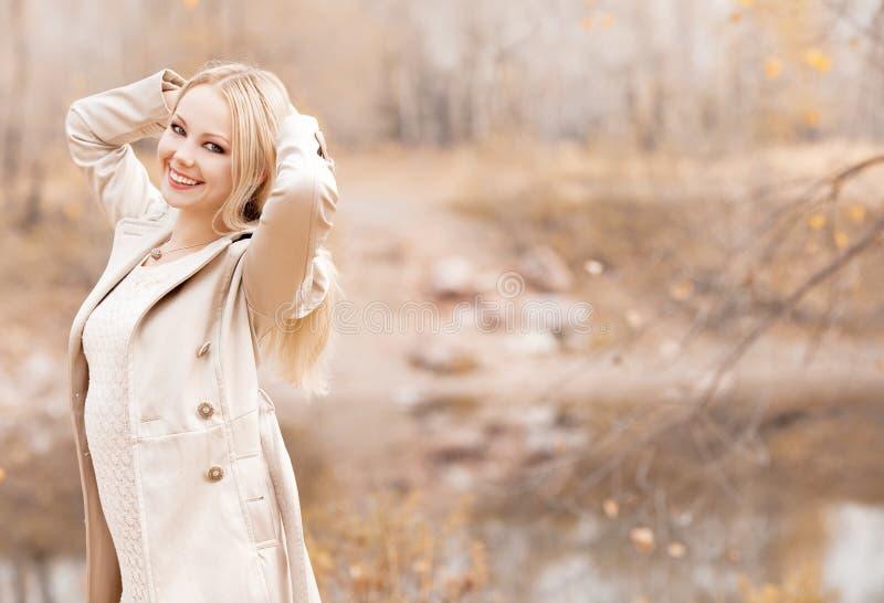 Vrouw in het park royalty-vrije stock foto