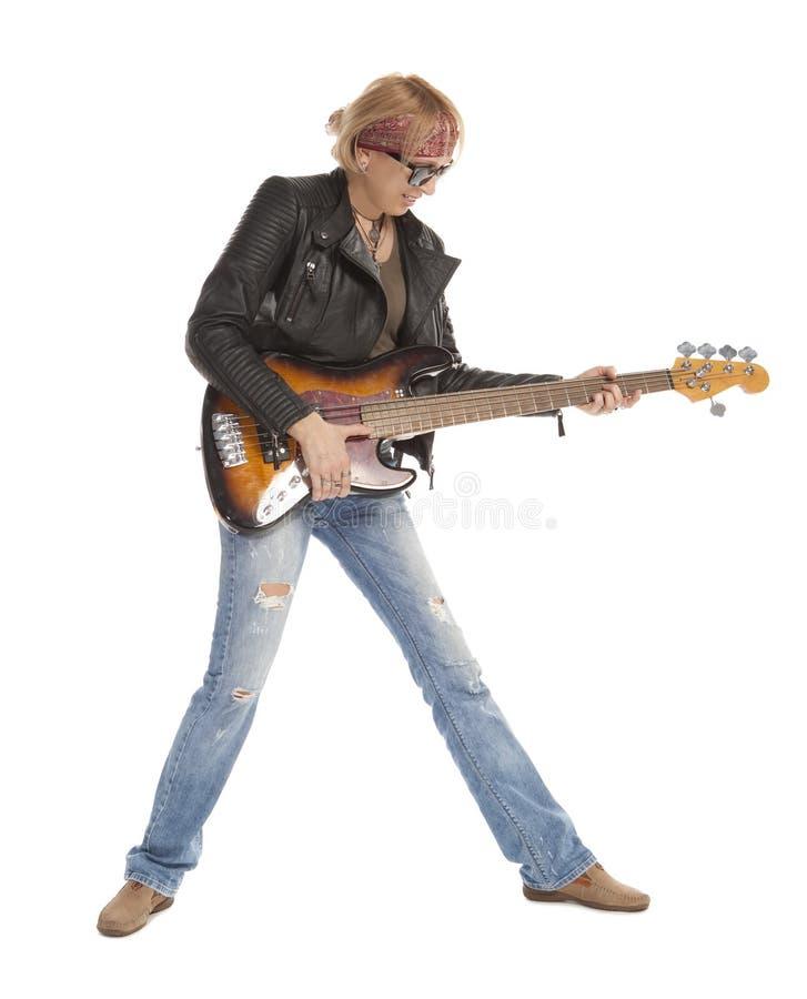 Vrouw het spelen gitaar royalty-vrije stock afbeelding