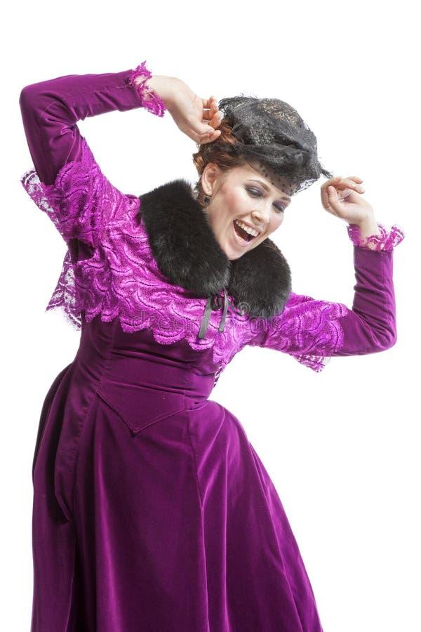 Vrouw het stellen in uitstekende kleding royalty-vrije stock foto