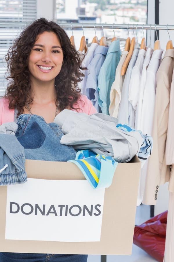 Vrouw het vrijwilligers glimlachen royalty-vrije stock afbeelding