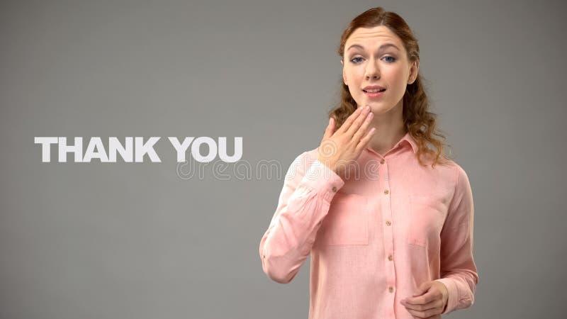 Vrouw het zeggen dankt u in gebarentaal, tekst op achtergrond, mededeling stock afbeeldingen
