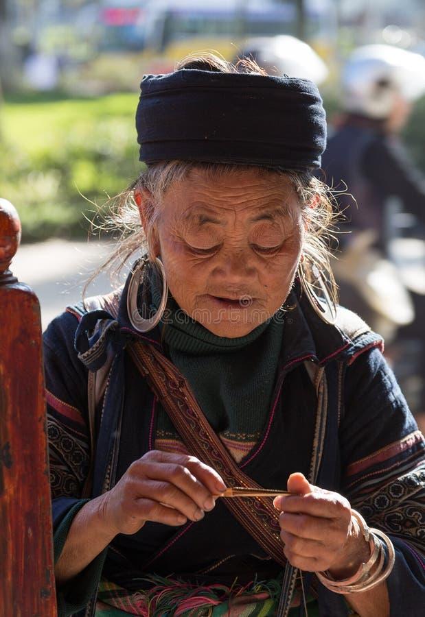 Vrouw Hmong Sapa, Lao Cai stock afbeeldingen