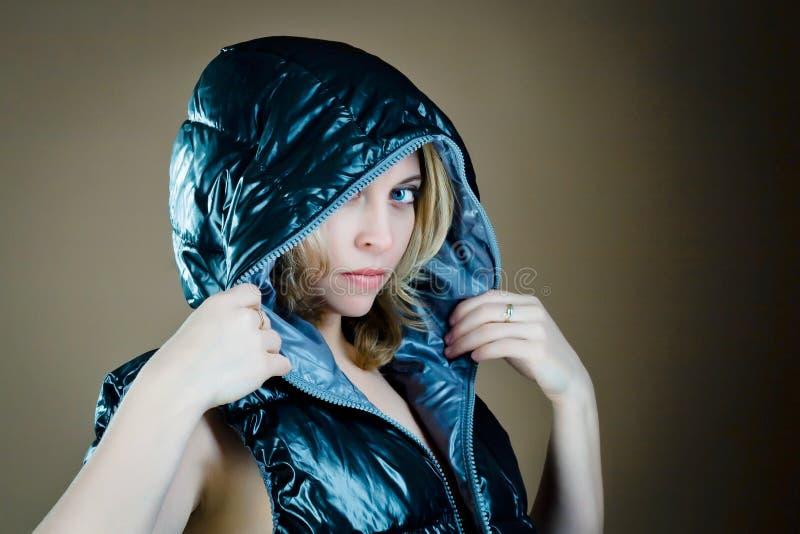 Vrouw in jasje stock afbeelding