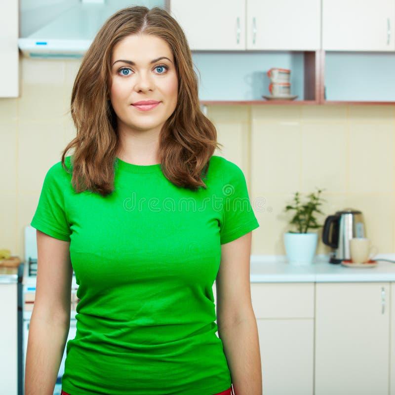 Vrouw in keuken royalty-vrije stock foto