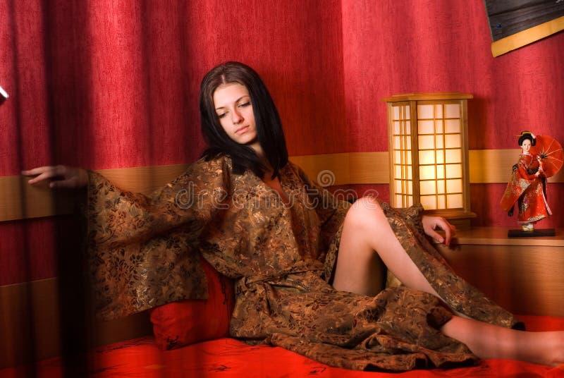 Vrouw in kimono stock foto's