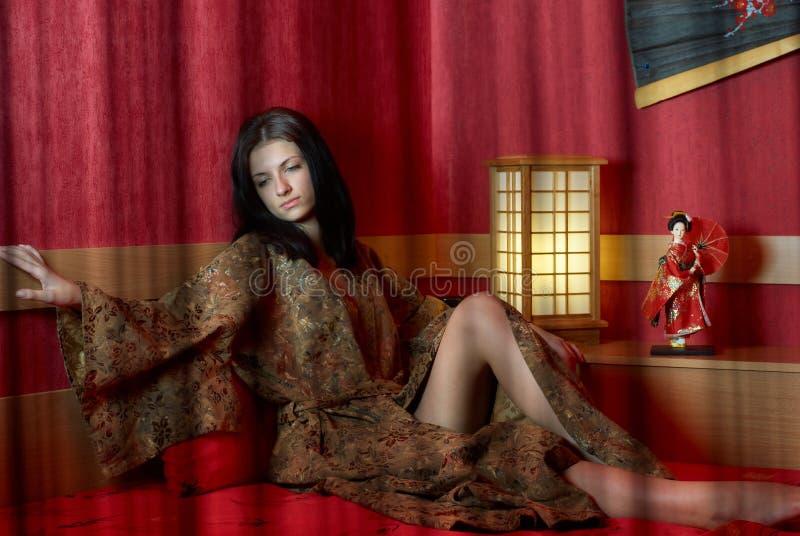 Vrouw in kimono stock fotografie