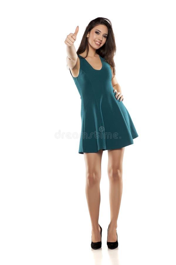 Vrouw in korte kleding stock foto