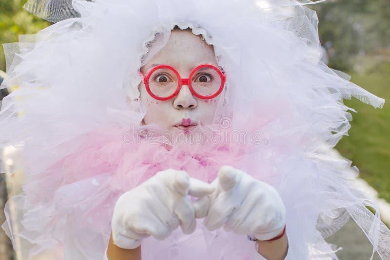 Vrouw in kostuum op feestelijk stock afbeeldingen