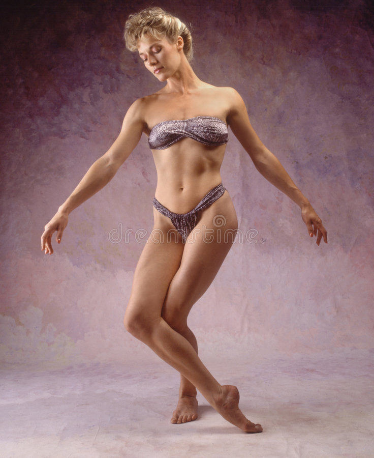 Vrouw in lepardbadpak royalty-vrije stock fotografie