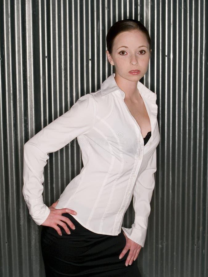 Vrouw-manier-intens-sexy-donkerbruin stock fotografie