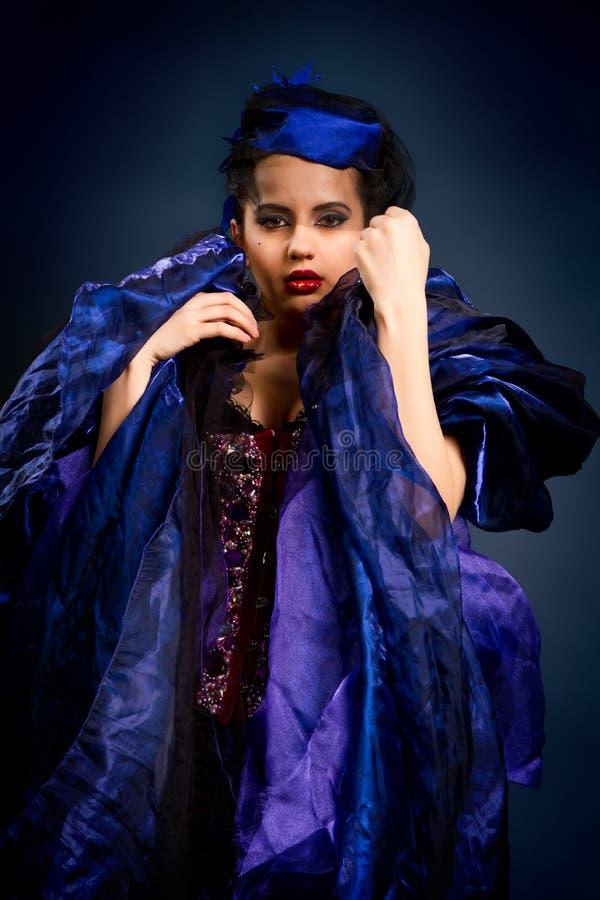 Vrouw in manierkleding stock afbeelding