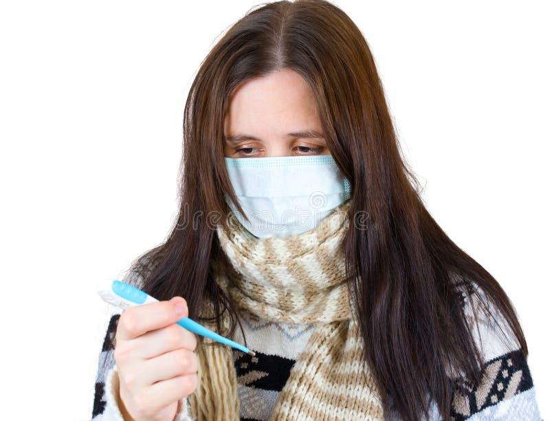 Vrouw in masker met thermometer royalty-vrije stock afbeelding