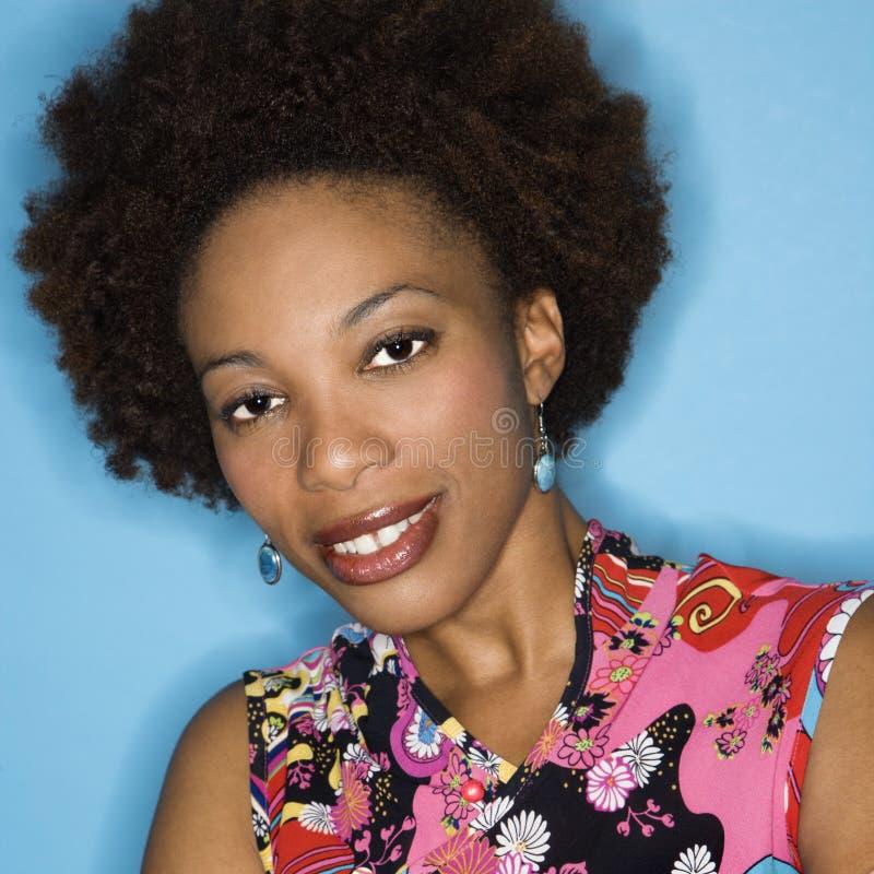 Vrouw met afro stock afbeelding