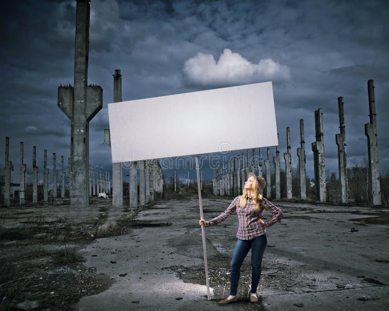 Vrouw met banner stock afbeelding
