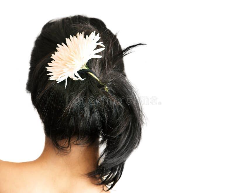 Vrouw met bloem in haar royalty-vrije stock fotografie