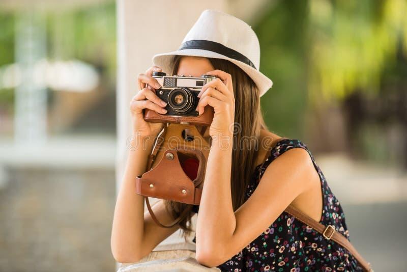 Vrouw met camera royalty-vrije stock foto
