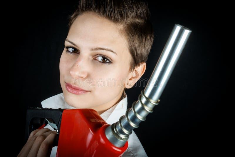 Vrouw met de close-up van de brandstofpijp stock afbeelding