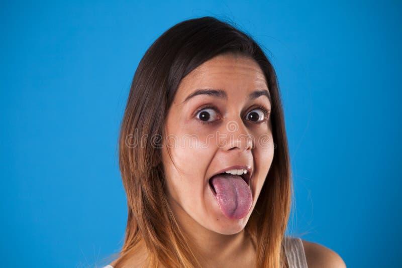 Vrouw met de uit tong royalty-vrije stock afbeelding