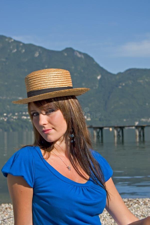 Vrouw met een hoed royalty-vrije stock afbeelding