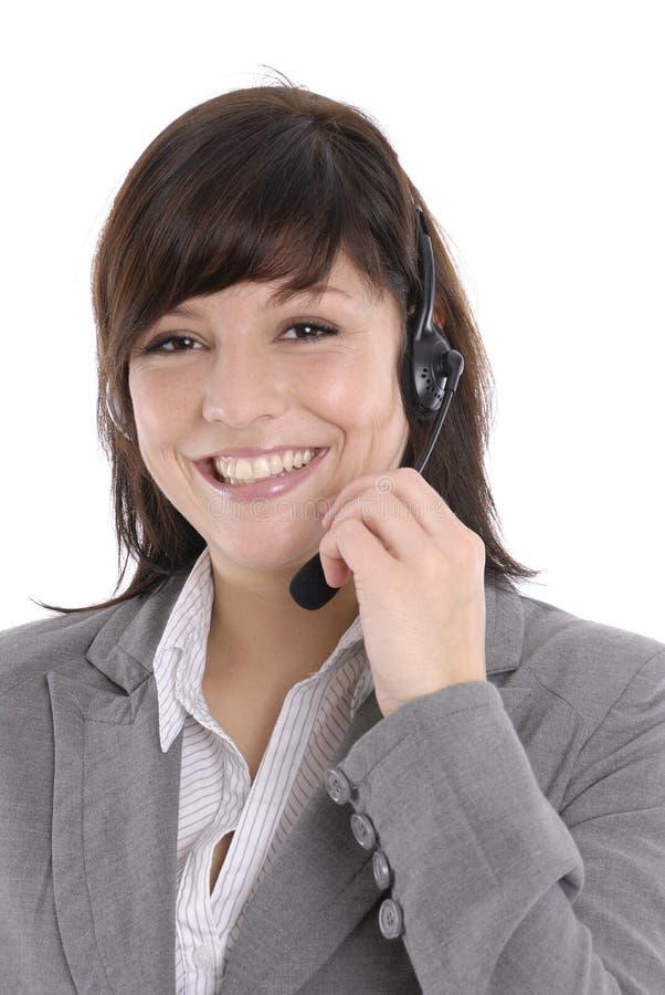 Vrouw met een hoofdtelefoon