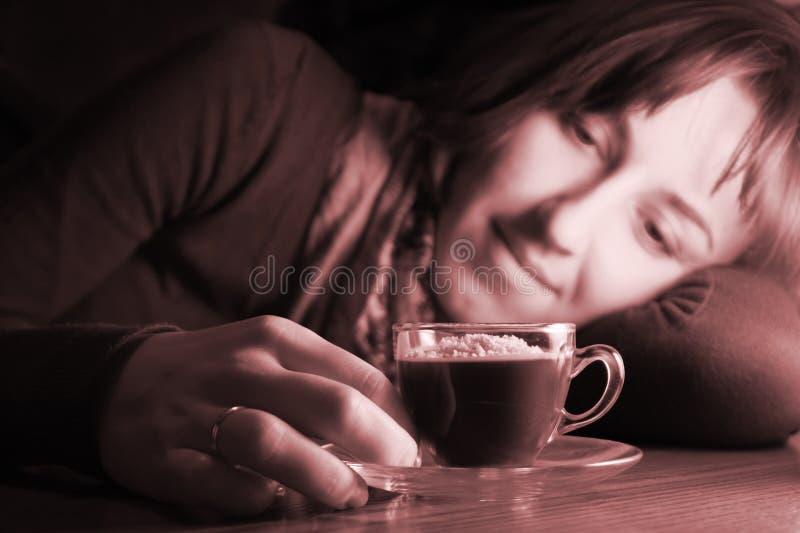 vrouw met een kop van coffe stock fotografie