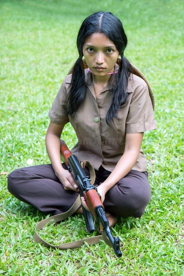 Vrouw met een machinegeweer stock fotografie