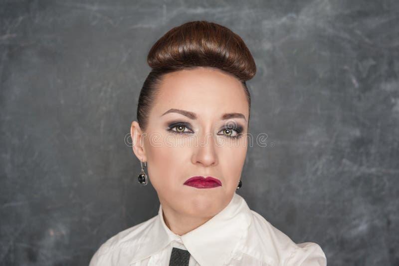 Vrouw met een minachtende uitdrukking royalty-vrije stock fotografie