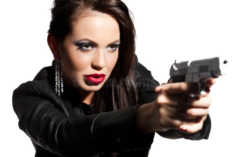 Vrouw met een pistool in handen stock afbeeldingen
