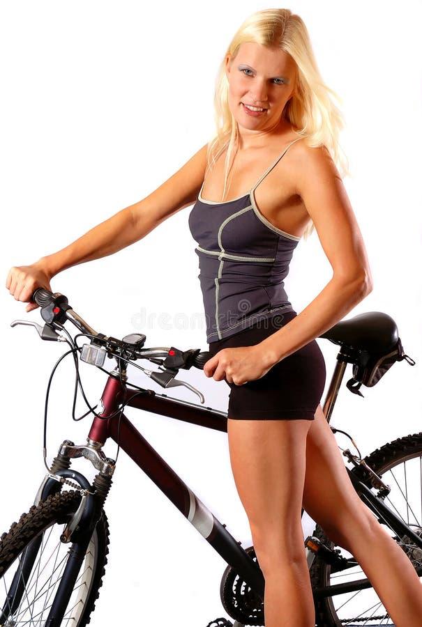 Vrouw met fiets stock foto