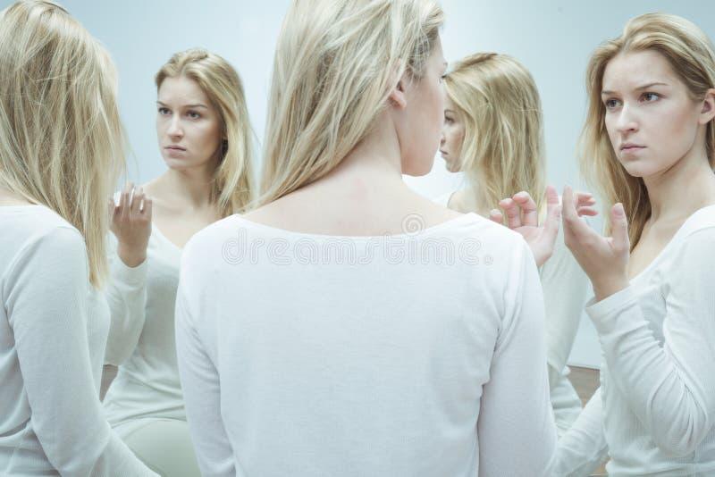 Vrouw met gespleten persoonlijkheid stock afbeelding