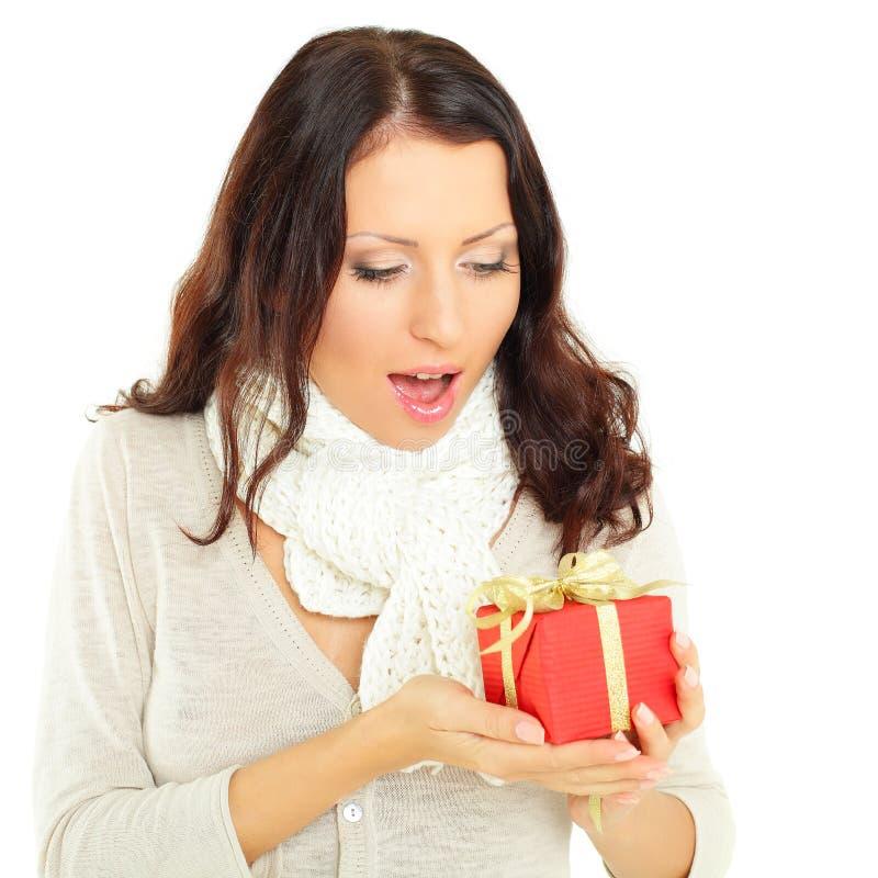 Vrouw met gift - verrassing stock afbeelding