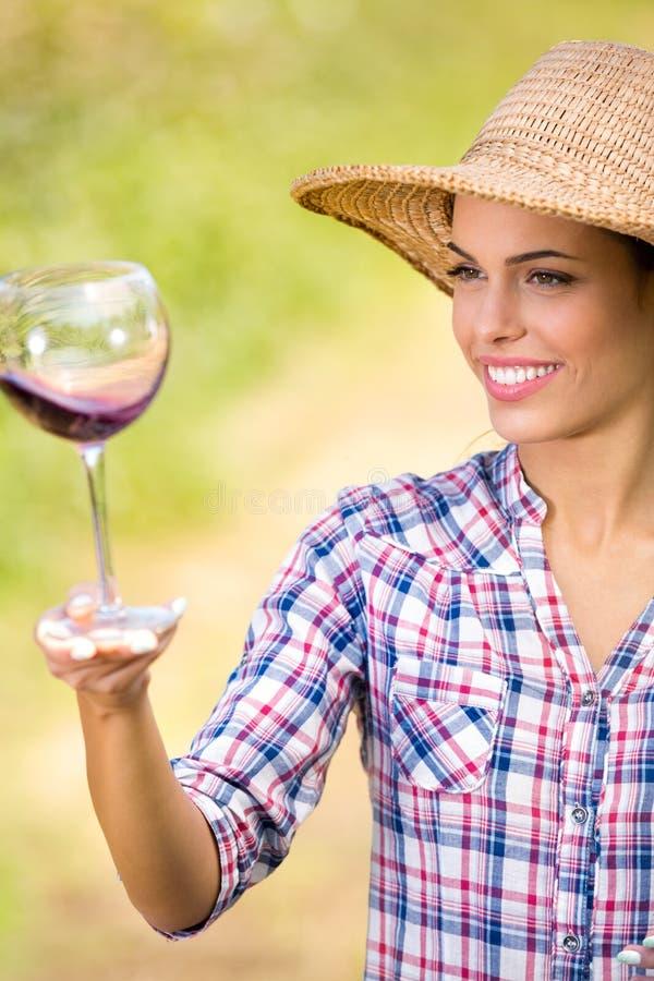 Vrouw met Glas Wijn royalty-vrije stock afbeelding