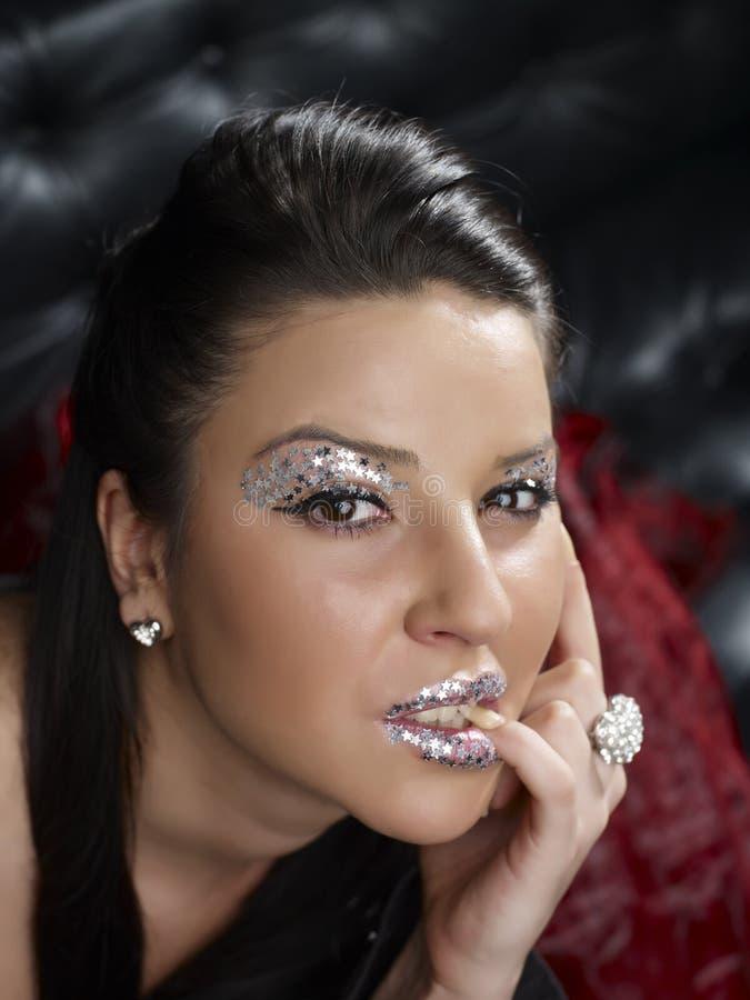 Vrouw met glitterymake-up stock afbeelding